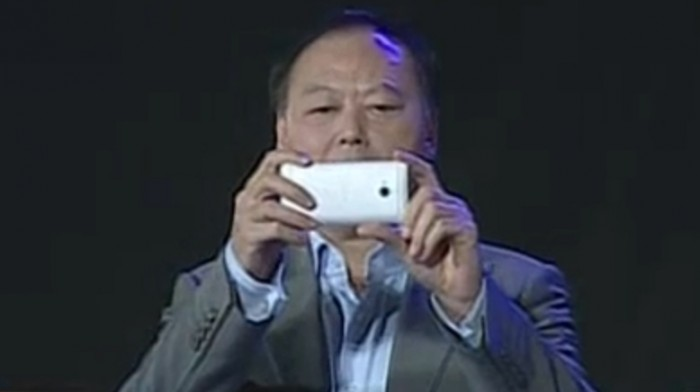 Peter Chou shows off silver/white HTC M7 at company party