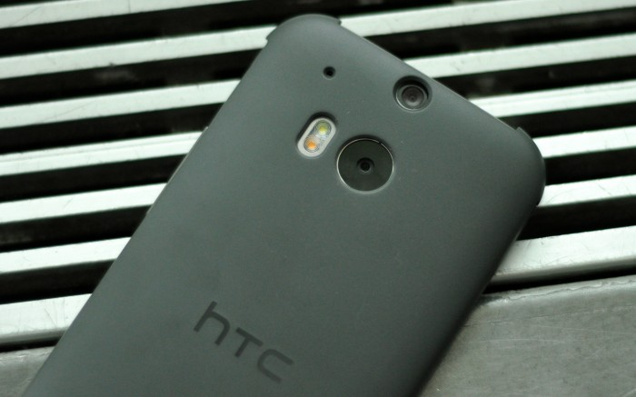 Giveaway: HTC One M8 Dot View case