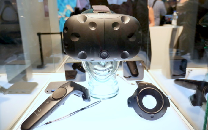 This is the HTC Vive retail model