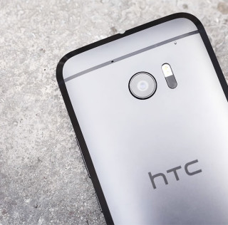 No, HTC doesn't want to put ads in your phone's keyboard